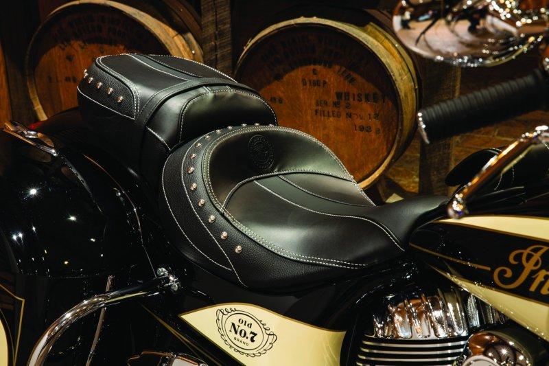 Indian выпустил две модели в «цвете виски»