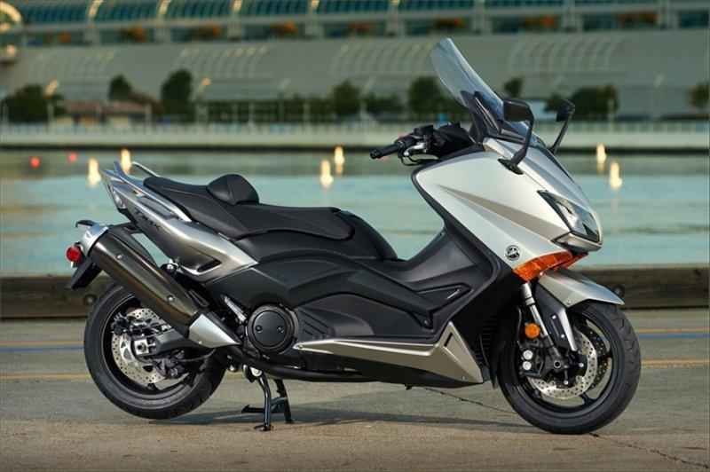 Yamaha предложит две новых версии максискутера TMAX